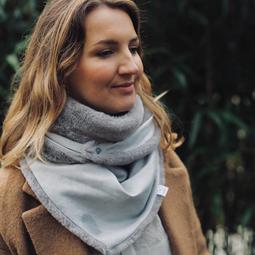 foulard gris argenté
